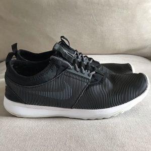 Nike   Juvenate Running Sneaker Size 9